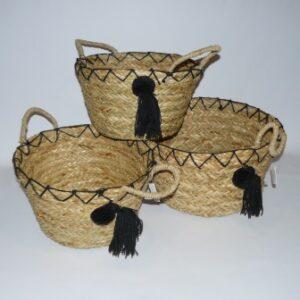 Canastos con borlas negras