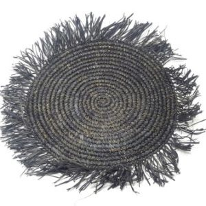 Individual negro con flecos
